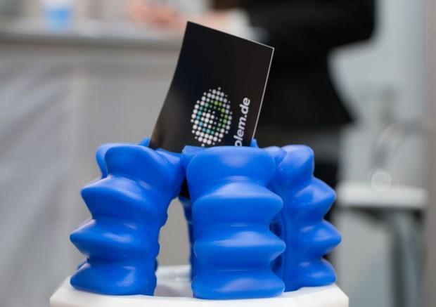 Im Griff der weichen Roboter: Der Soft Actuator greift Objekte mit beliebiger Form. (Foto: Werner Pluta/Golem.de)