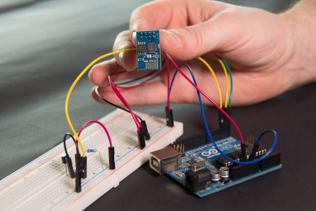 ESP-01 mit Arduino als Temperaturmessstation (Foto: Martin Wolf/Golem.de)