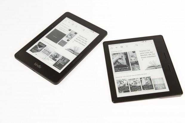 Links der Kindle Voyage, rechts der Kindle Oasis (Bild: Martin Wolf/Golem.de)