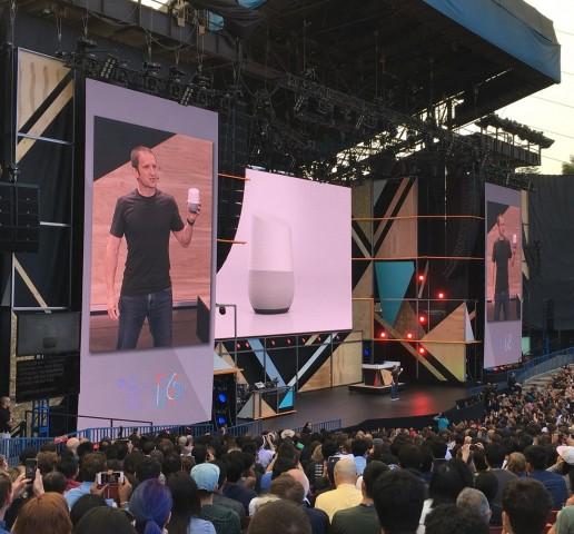 Google stellt Google Home auf der Google I/O 2016 vor (Bild: Tobias Költzsch/Golem.de)