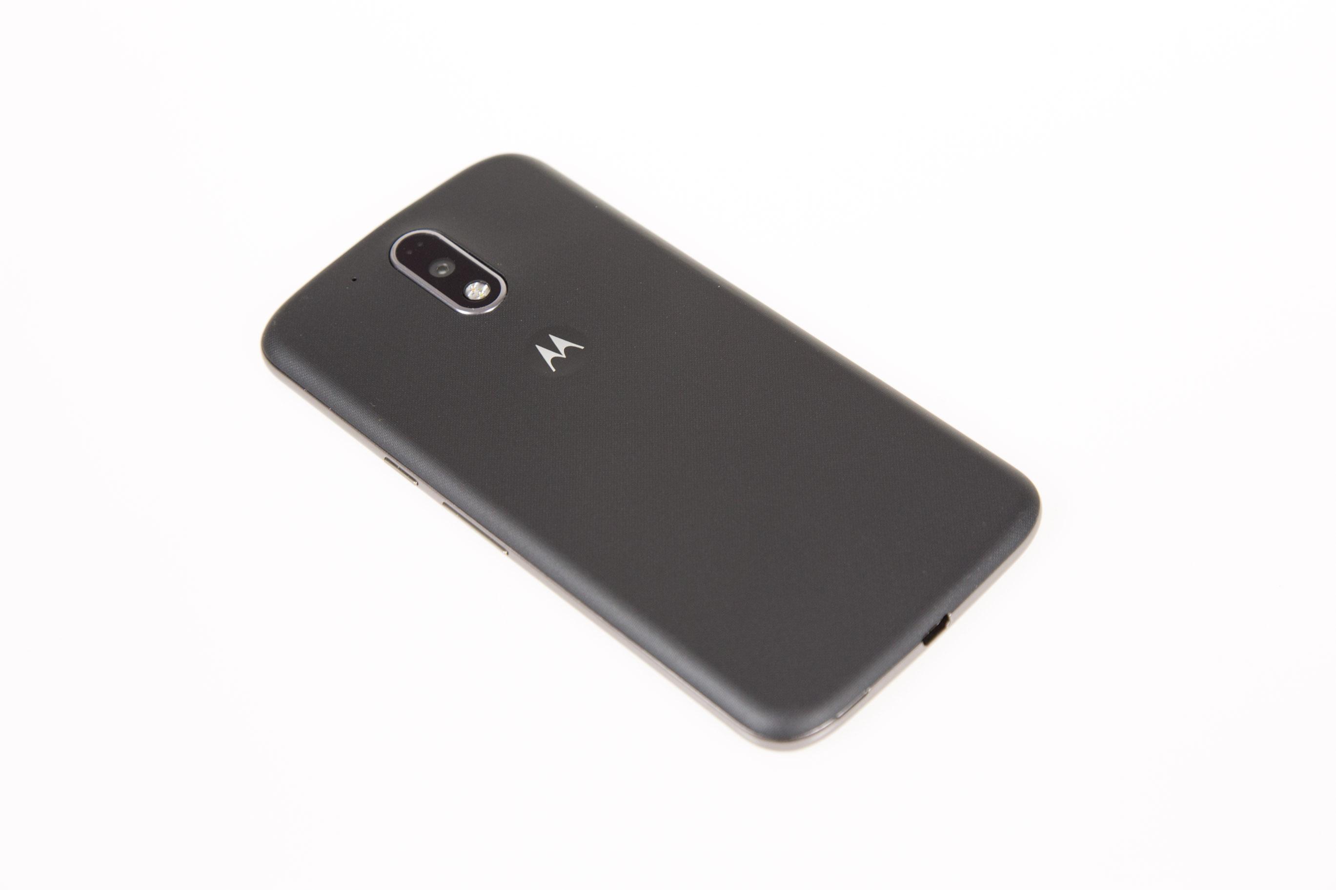 Moto G4 Plus im Hands on: Lenovos sonderbare Entscheidung - Moto G4 Plus mit 16-Megapixel-Kamera (Bild: Martin Wolf/Golem.de)