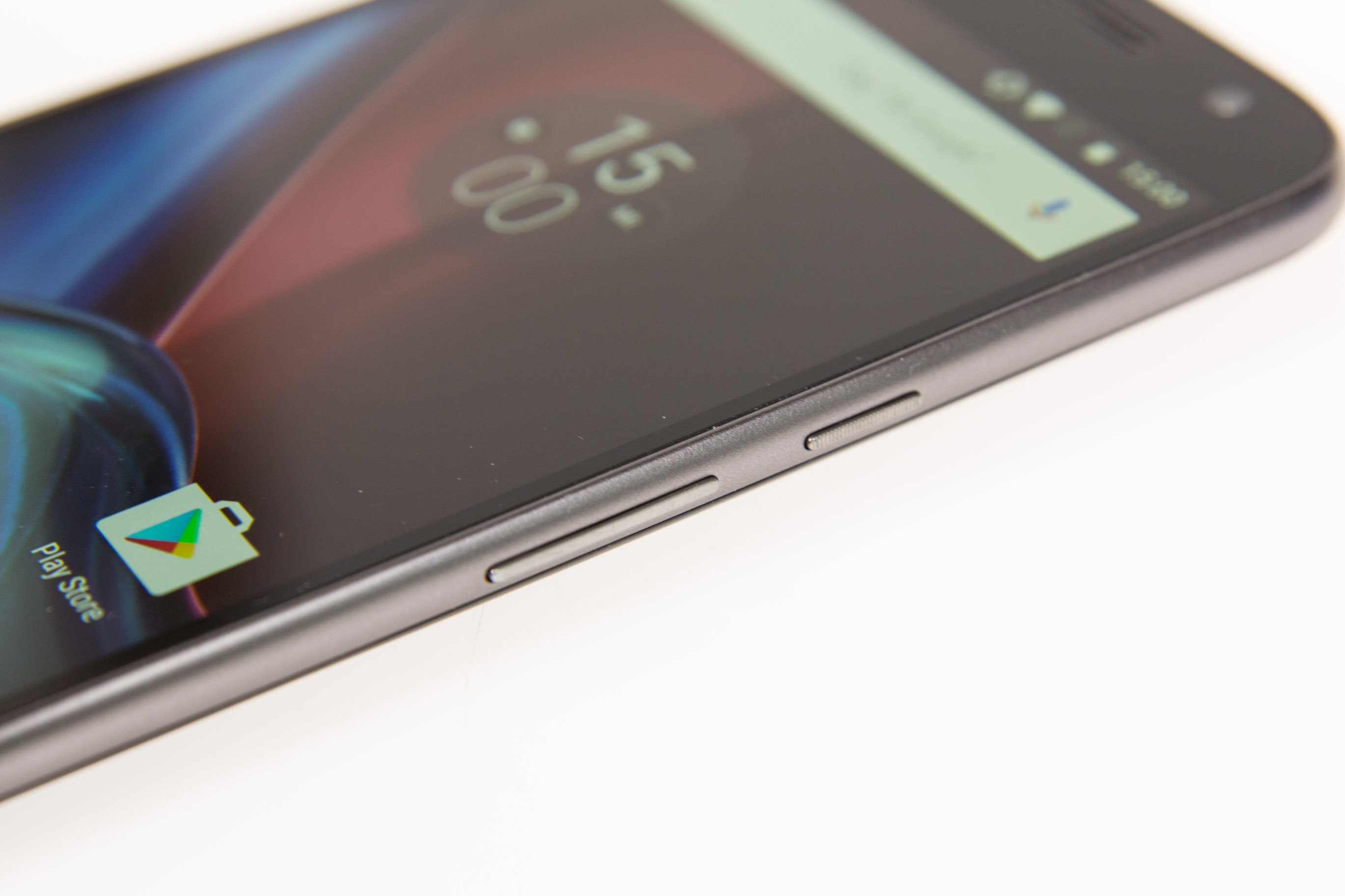 Moto G4 Plus im Hands on: Lenovos sonderbare Entscheidung - Alle Tasten sind an der Seite. (Bild: Martin Wolf/Golem.de)