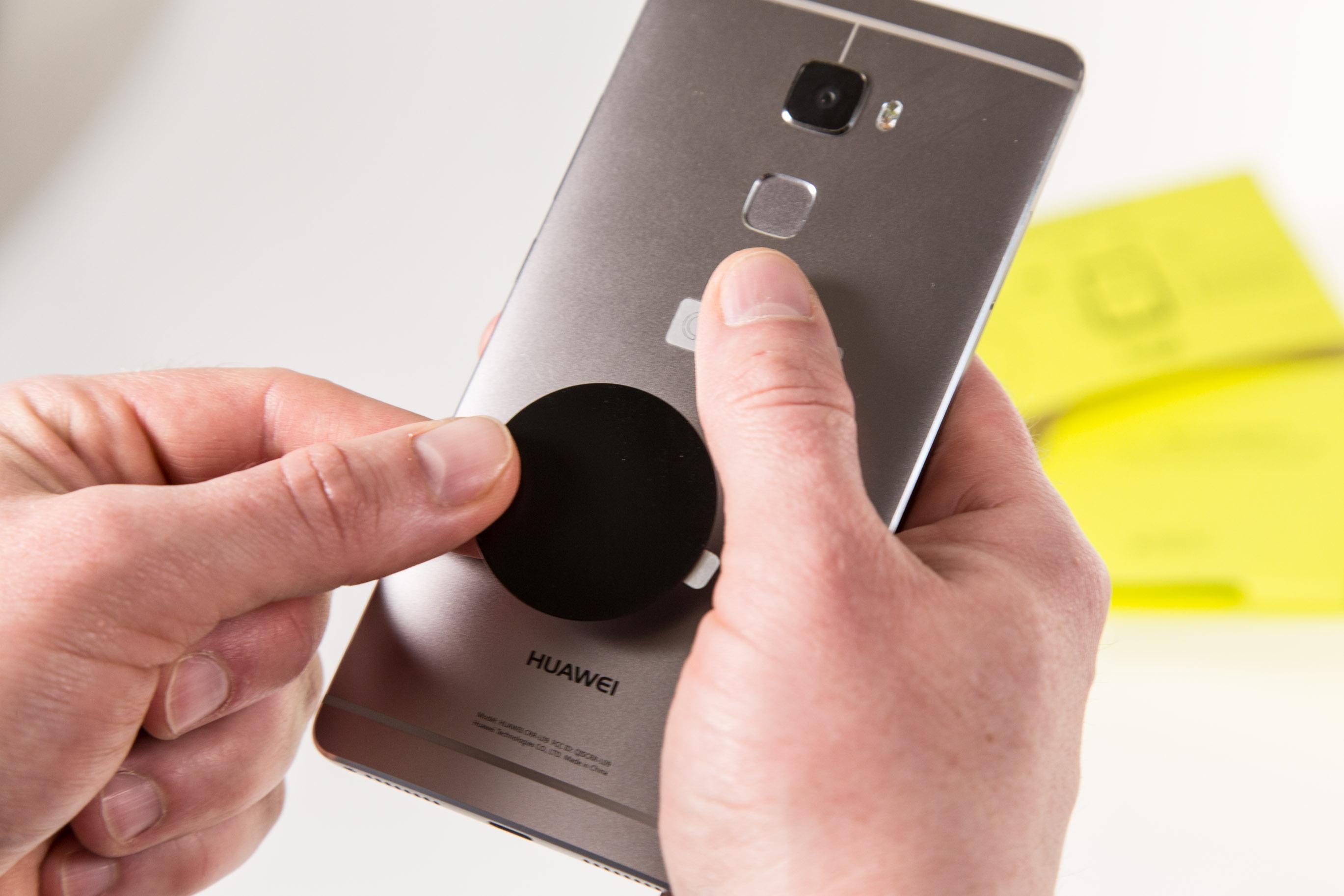 Zerotouch im Hands on: Logitechs Smartphone-Halterung fürs Auto fehlt etwas -