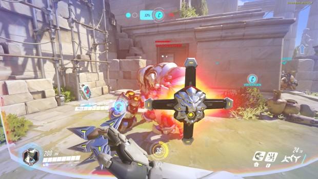 Ein Gegner schützt sich mit einem mächtigen Energieschild. (Screenshot: Golem.de)