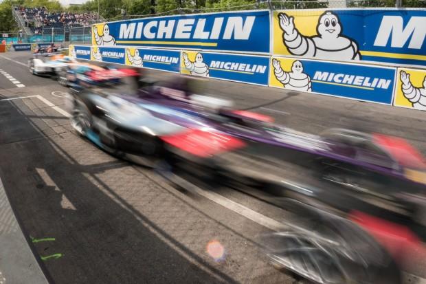 Auf den Geraden fahren die Autos bis zu 240 km/h schnell. (Foto: Werner Pluta/Golem.de)