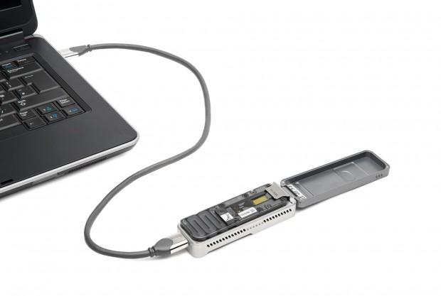 Minion wird an den Computer angeschlossen und darüber auch vernetzt. (Bild: Oxford Nanopore)