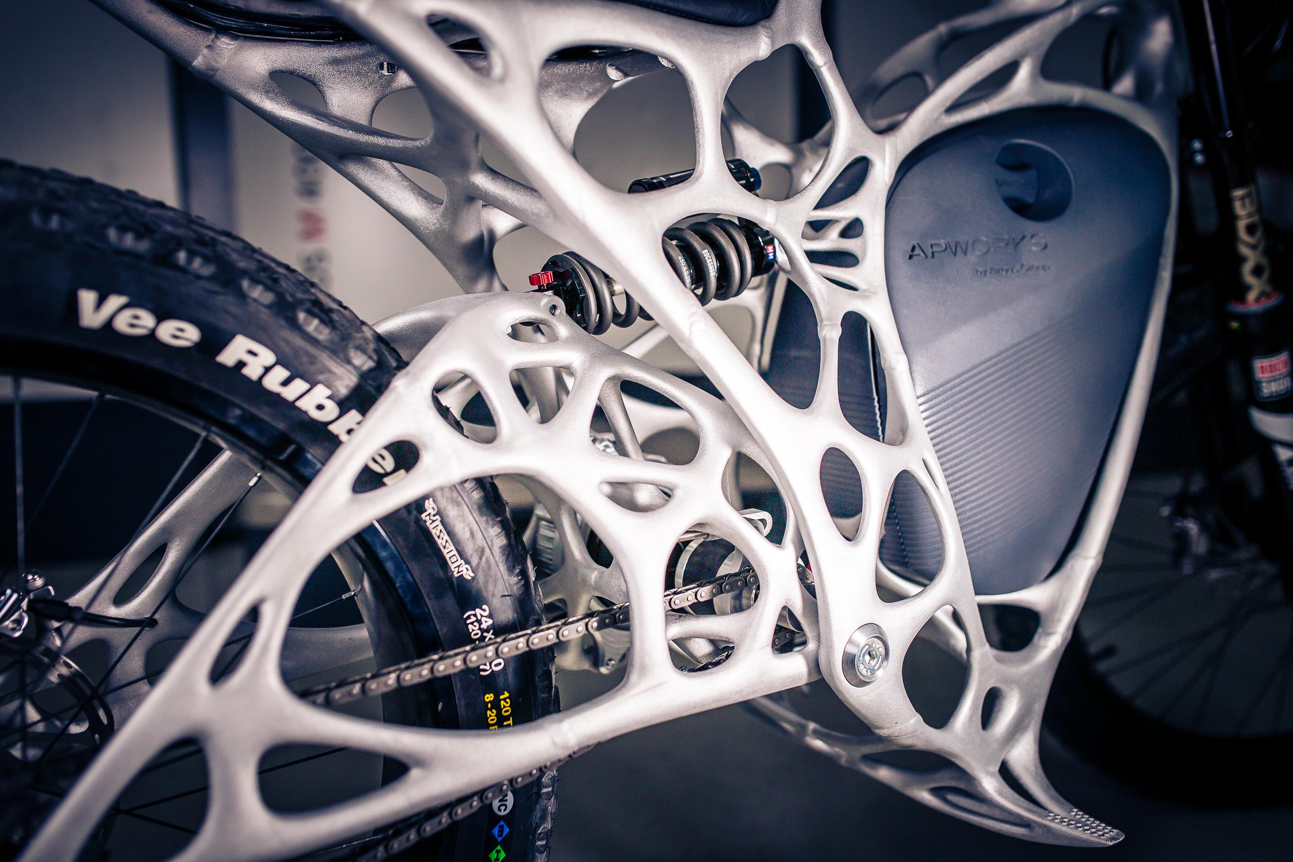 Light Rider: Airbus-Tochter baut E-Motorrad aus dem 3D-Drucker - Der Rahmen aus einer speziellen Aluminiumlegierung wiegt nur sechs Kilogramm. (Foto: APWorks)