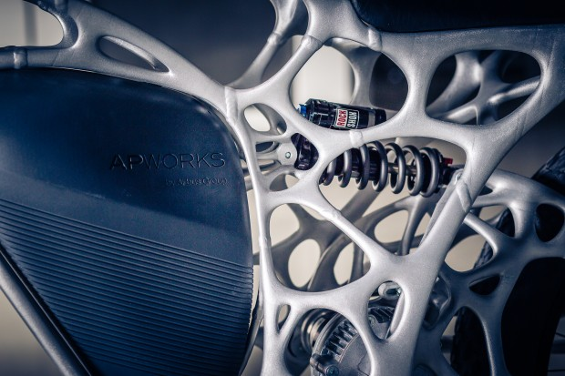 Die komplexe Struktur des Rahmens wurde mit einem 3D-Drucker hergestellt. (Foto: APWorks)