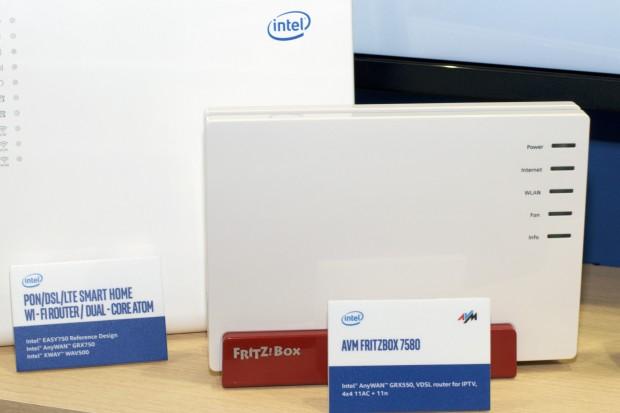 Links Intels Referenzplattform. Von AVM gab es nur ein Altgerät zu sehen. Es soll aber Geräte mit dem GRX750 geben. (Foto: Andreas Sebayang/Golem.de)