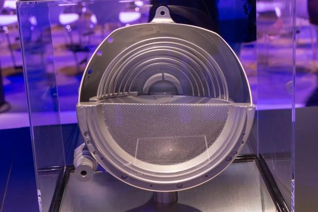 Ein klassisches Ionentriebwerk mit 5 kW Leistung, wie es demnächst in Satelliten verbaut werden soll (Foto: Werner Pluta/Golem.de)