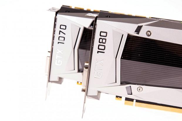 Geforce GTX 1080 und 1070Zotacs Amp Extreme, dahinter die Geforce GTX 1080 und GTX 1070 (Foto: Martin Wolf/Golem.de)