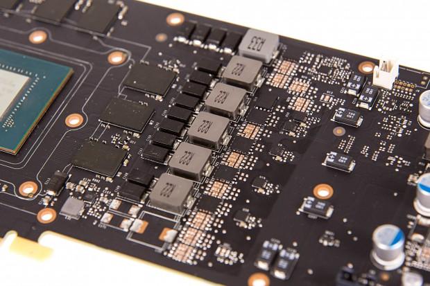 Nvidia bestückt die Platine der GTX 1080 nicht vollständig. (Foto: Martin Wolf/Golem.de)