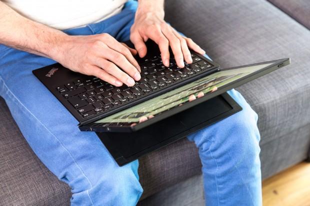 Das Thinkpad X1 Tablet von Lenovo lässt sich mit angeschlossener Tastatur auch auf dem Schoß sehr gut verwenden. (Bild: Martin Wolf/Golem.de)