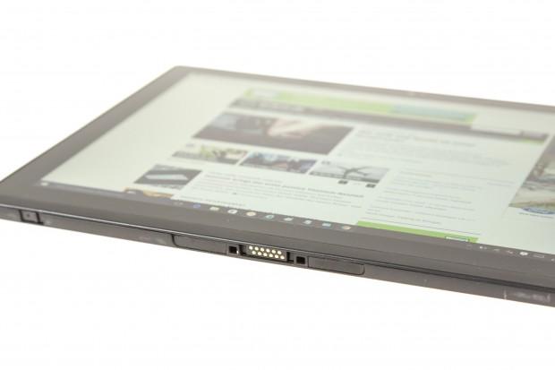 Die Tastatur benötigt keinen Akku - wie bei den Surface-Tablets wird sie über Metallkontakte mit Strom versorgt. (Bild: Martin Wolf/Golem.de)