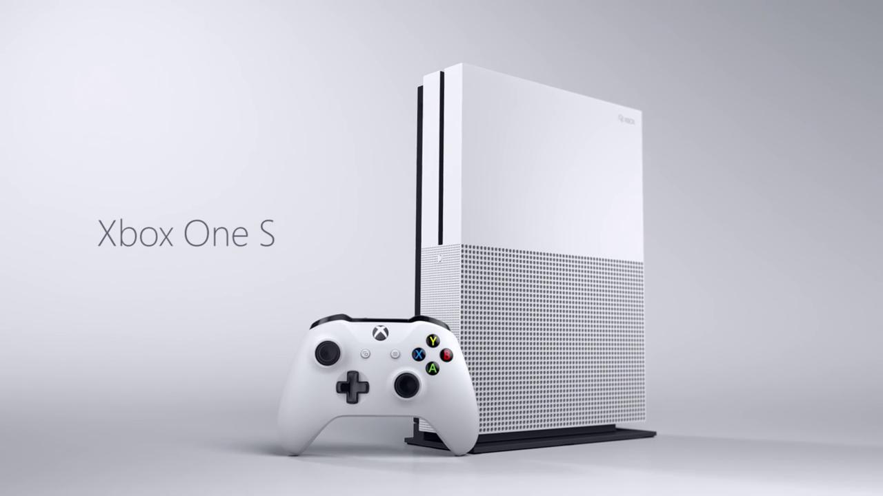 Xbox One S: Microsofts schlanke 4K-HDR-Konsole im Detail - Xbox One S mit Controller (Bild: Microsoft)