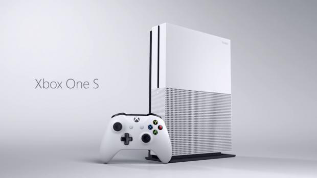 Xbox One S mit Controller (Bild: Microsoft)