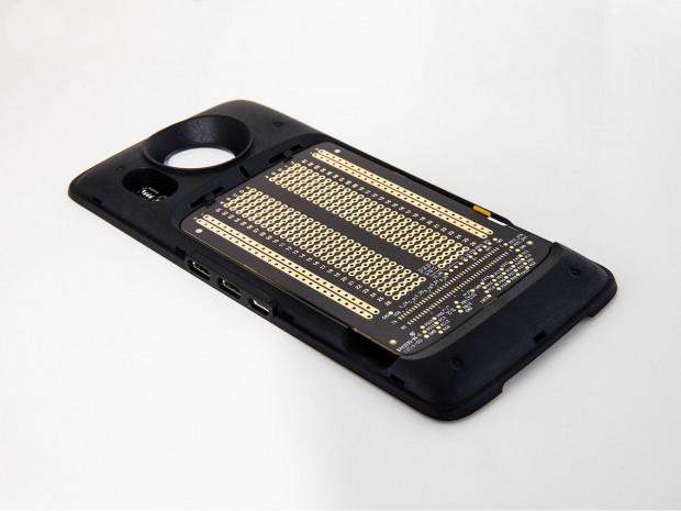 Prototypen-Modul mit eingesetzter Steckplatine (Bild: Lenovo)