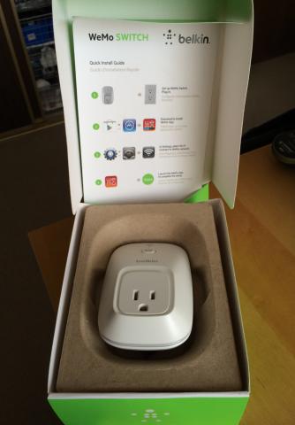 Der Wemo-Switch verspricht schnurloses Einschalten von Elektrogeräten mittels App. (Bild: Michael Schilli)