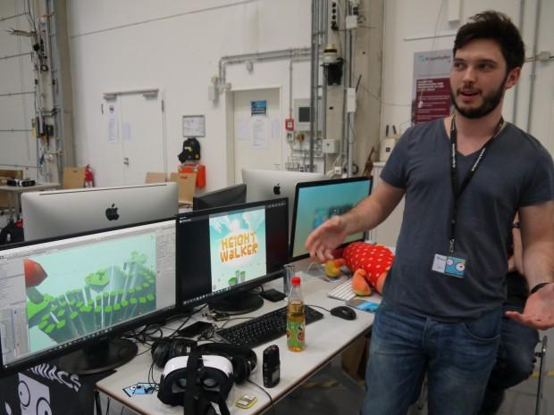 Steve Crouse von Pixelmaniacs stellt Height Walker vor. (Bild: Jan Bojaryn)