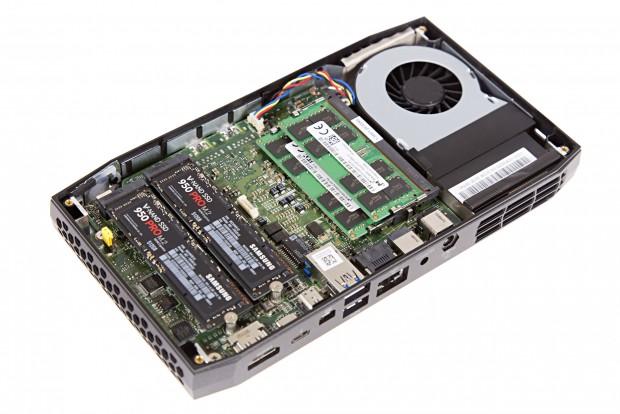 Die Hardware ist von unten erreichbar. (Bild: Martin Wolf/Golem.de)