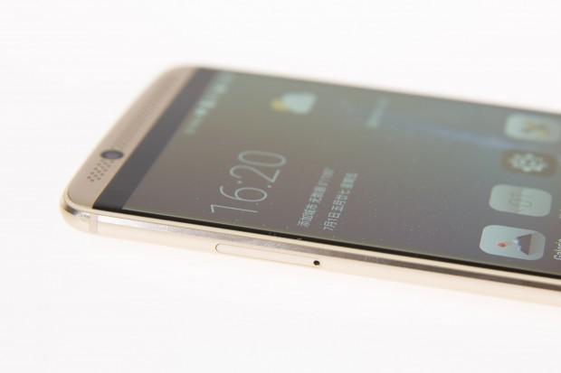 Im Inneren des Axon 7 arbeitet Qualcomms Snapdragon-820-Prozessor. Außerdem hat das Smartphone zwei zusätzliche Audio-Chips, die den Klang verbessern. (Bild: Martin Wolf/Golem.de)