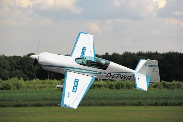 Das Flugzeug Extra 330LE mit Elektroantrieb. (Foto: Siemens)