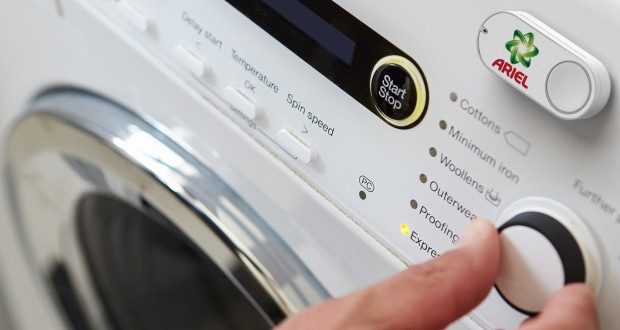 Oder aber der Dash-Button wird einfach direkt auf die Waschmaschine geklebt. (Bild: Amazon)