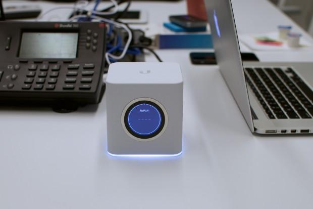 Die Box ist durchaus auffällig. Die wenigsten dürften allerdings das Gerät als Router erkennen. Das Display kann auch einfach nur die Uhrzeit anzeigen. (Foto: Andreas Sebayang/Golem.de)