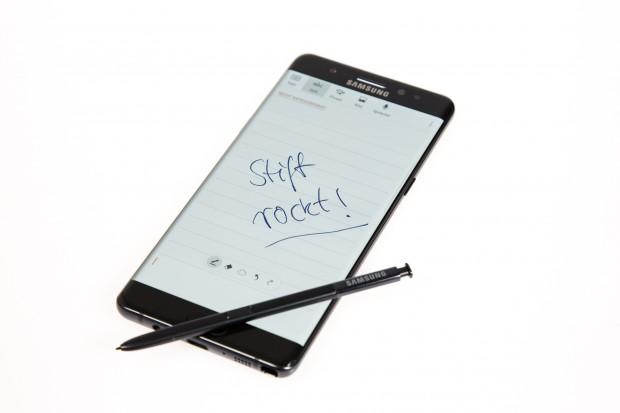 Mit dem S Pen lassen sich wieder Notizen verfassen. (Bild: Tobias Költzsch/Golem.de)
