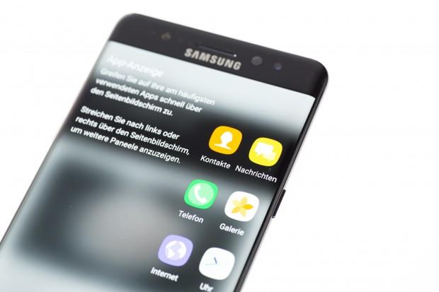 Die Ränder des Displays sind wie bei den Edge-Smartphones von Samsung abgerundet und bieten zusätzliche Funktionen, wie etwa Schnellzugriffe auf Apps. (Bild: Tobias Költzsch/Golem.de)