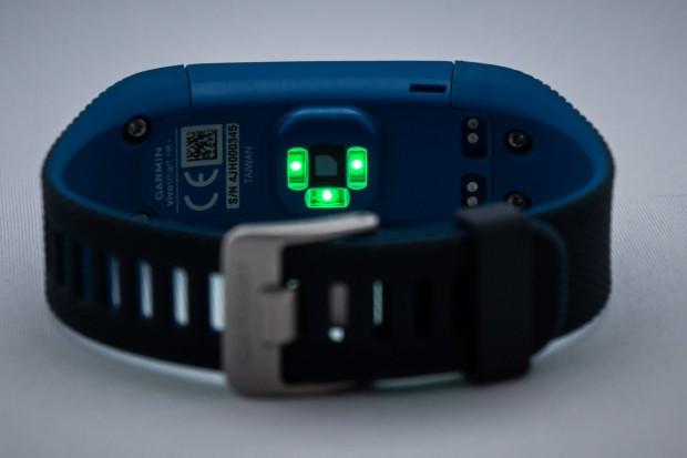 Auf der Rücksteite der Vivosmart HR+ messen drei LEDs die Herzfrequenz. (Foto: Katja Höhne/Golem.de)