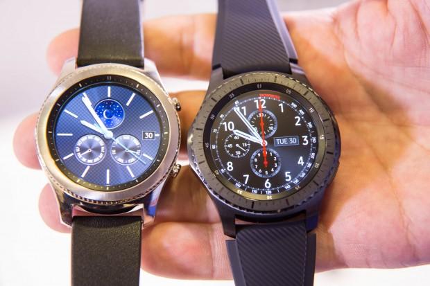 Neben der Gear S3 Classic bietet Samsung auch die Gear S3 Frontier an, hier rechts im Bild. (Bild: Martin Wolf/Golem.de)