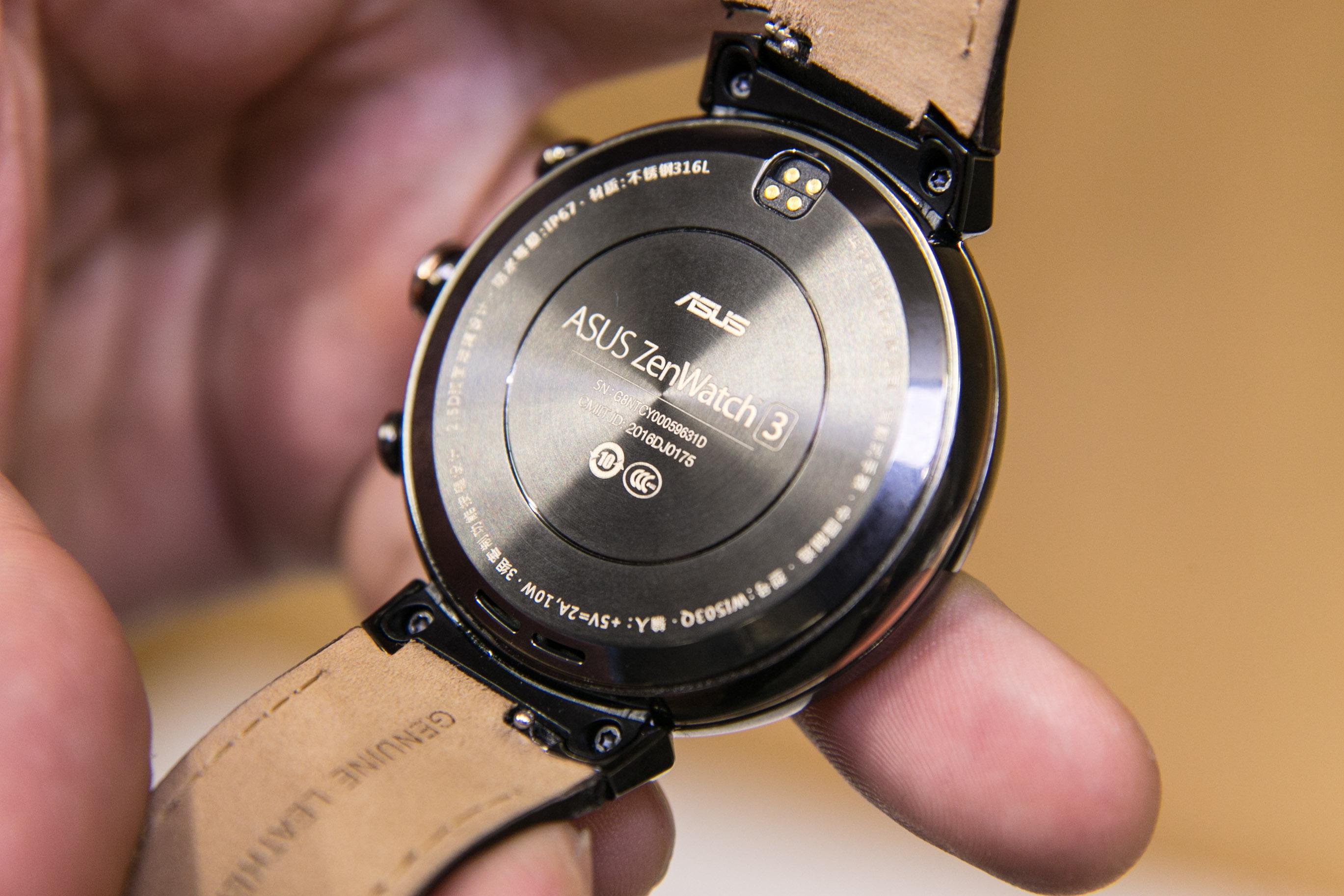 Smartwatch: Asus' dünne Zenwatch 3 erscheint noch im Oktober - Einen Pulsfrequenzmesser hat die Zenwatch 3 nicht. (Bild: Martin Wolf/Golem.de)