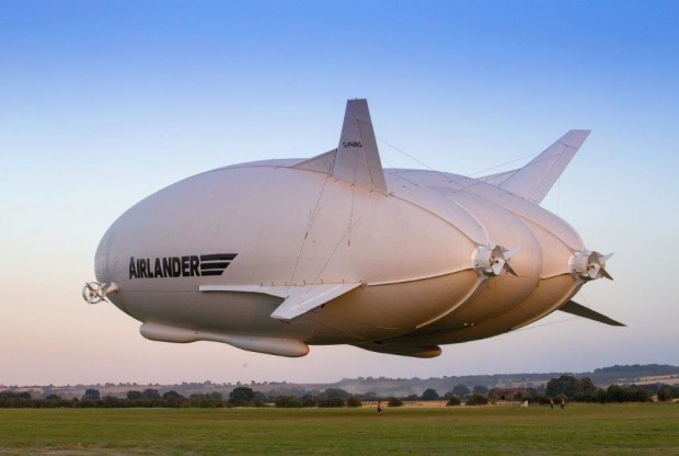 Er hebt ab: Start des Airlander 10 am 17. August 2016. (Foto: HAV)
