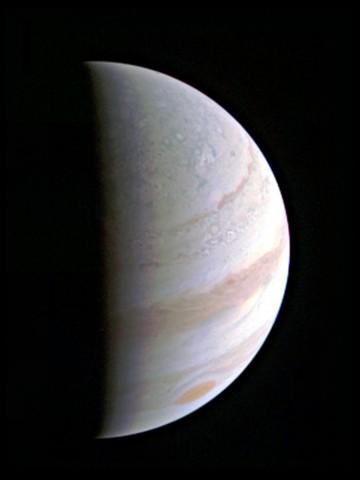 Die Nordpolar-Region des Jupiter, aufgenommen am 27. Ausgust 2016 aus einer Entfernung von 703.000 km (Foto: Nasa/JPL-Caltech/SwRI/MSSS)