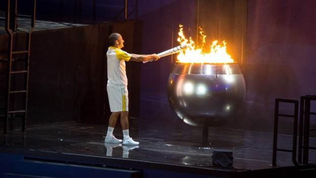 Vanderlei de Lima entzündet das Olympische Feuer  - aufgenommen mit 2K- & 8K-Kameras. (Foto: IOC/Getty Images)