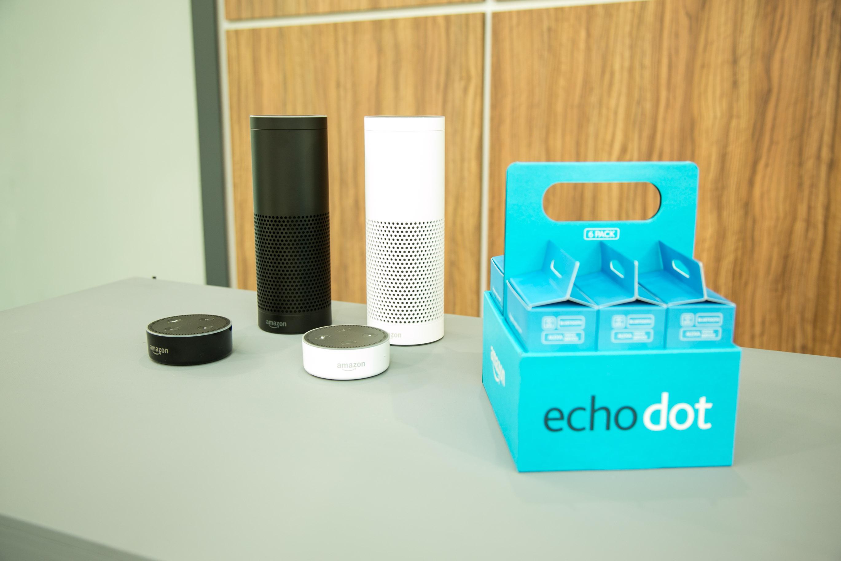Echo und Echo Dot im Hands on: Amazons Alexa klingt auf Deutsch schon sehr gut - Echo Dot soll es sogar als Mehrfachpack geben. (Bild: Amazon)