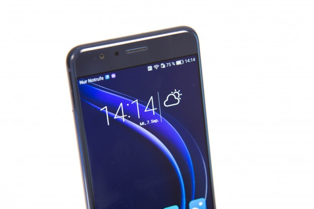 Das Display ist 5,2 Zoll groß und hat eine Auflösung von 1.920 x 1.080 Pixeln. (Bild: Martin Wolf/Golem.de)
