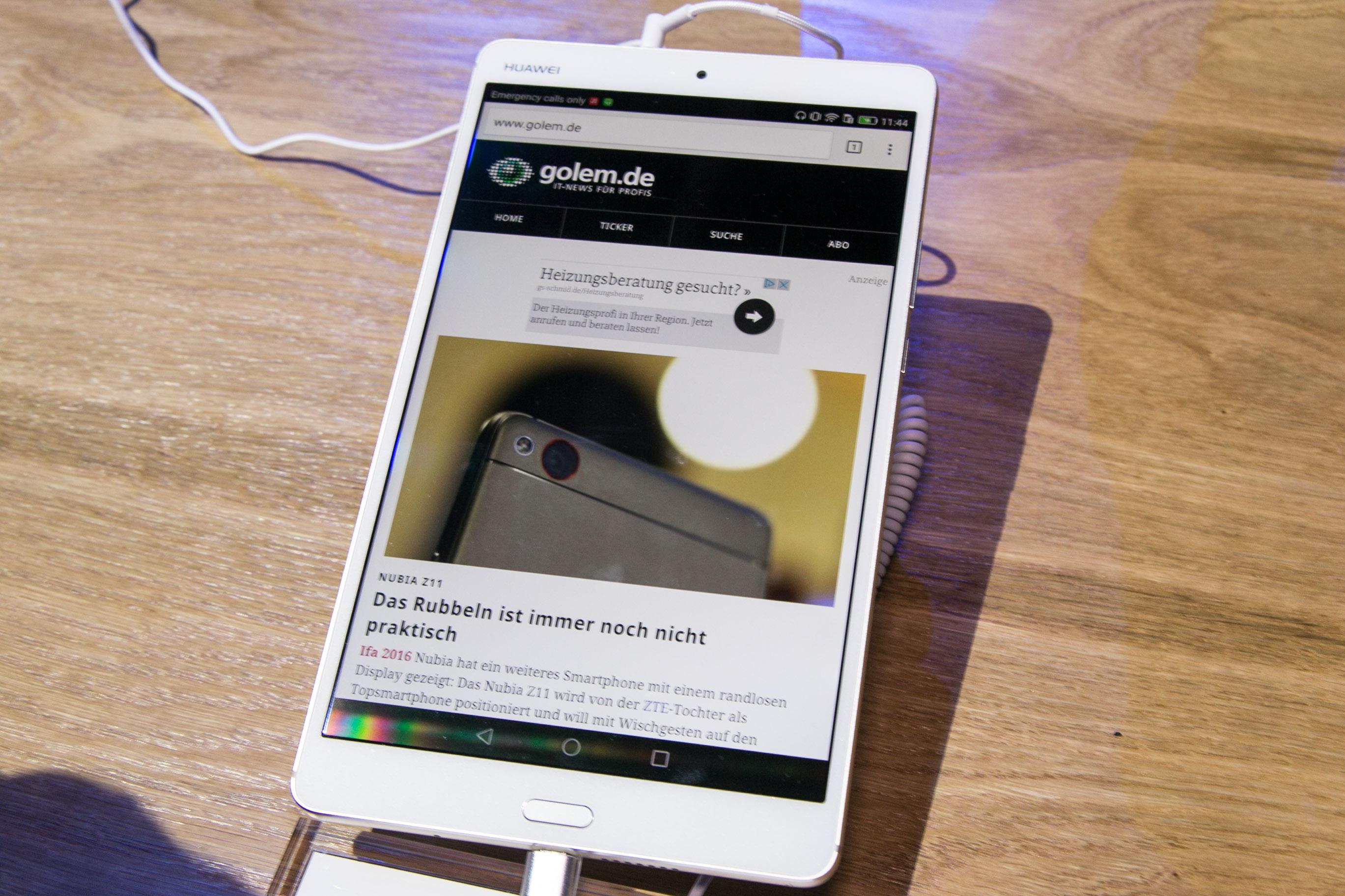 Mediapad M3: Huawei zeigt 8,4-Zoll-Tablet mit Fingerabdrucksensor - Huaweis Mediapad M3 (Bild: Martin Wolf/Golem.de)