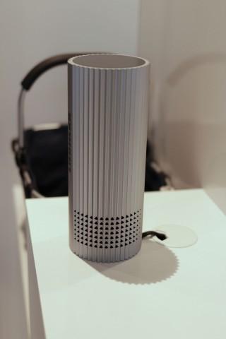 Über einen Bluetooth-Lautsprecher samt Mikrofon wird das System bedient. (Bild: Michael Wieczorek/Golem.de)