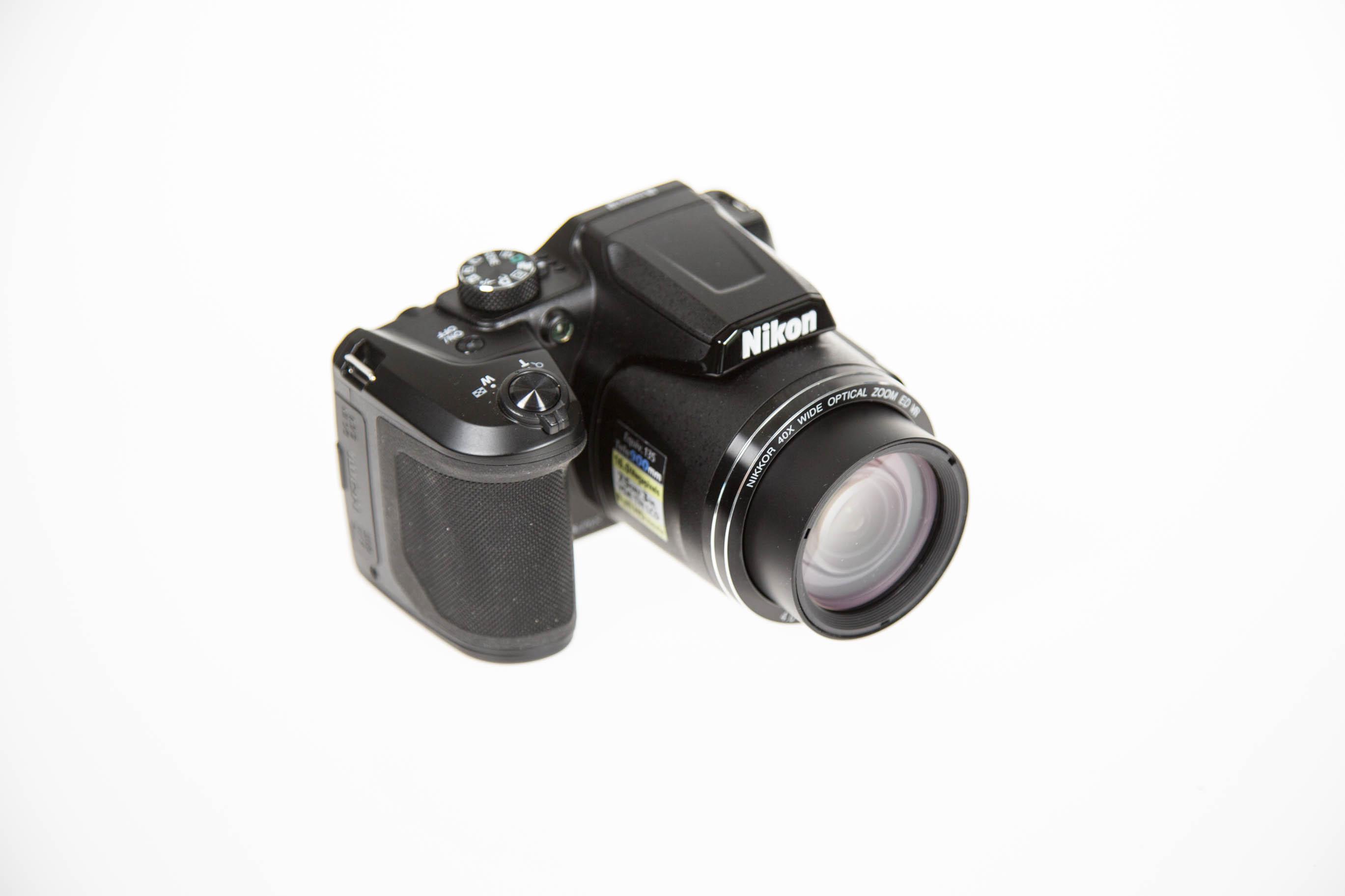 Canon vs. Nikon: Superzoomer für unter 250 Euro - Die Nikon Coolpix B500 (Bild: Martin Wolf/Golem.de)