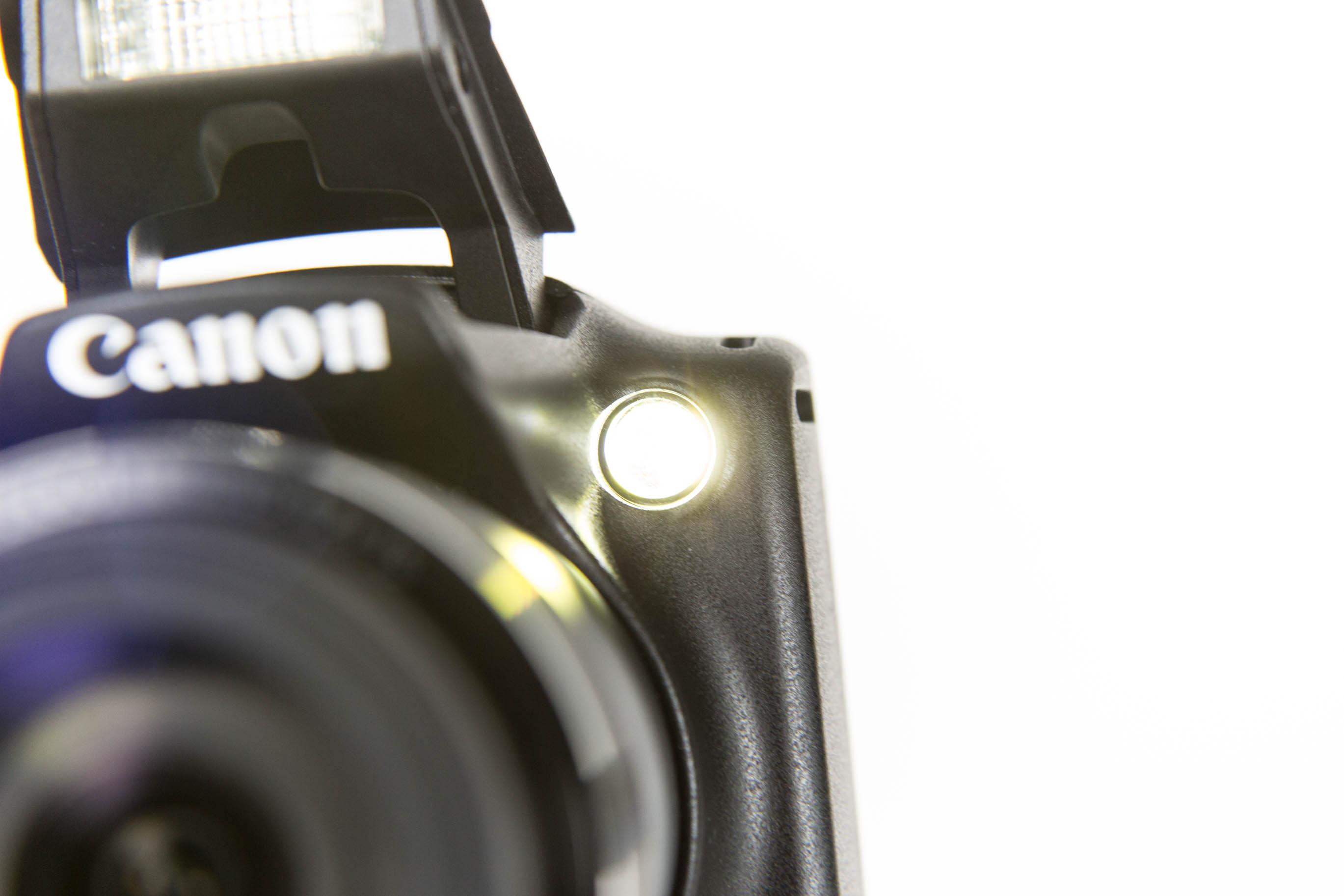 Canon vs. Nikon: Superzoomer für unter 250 Euro - Das AF-Hilfslicht ist stark. (Bild: Martin Wolf/Golem.de)