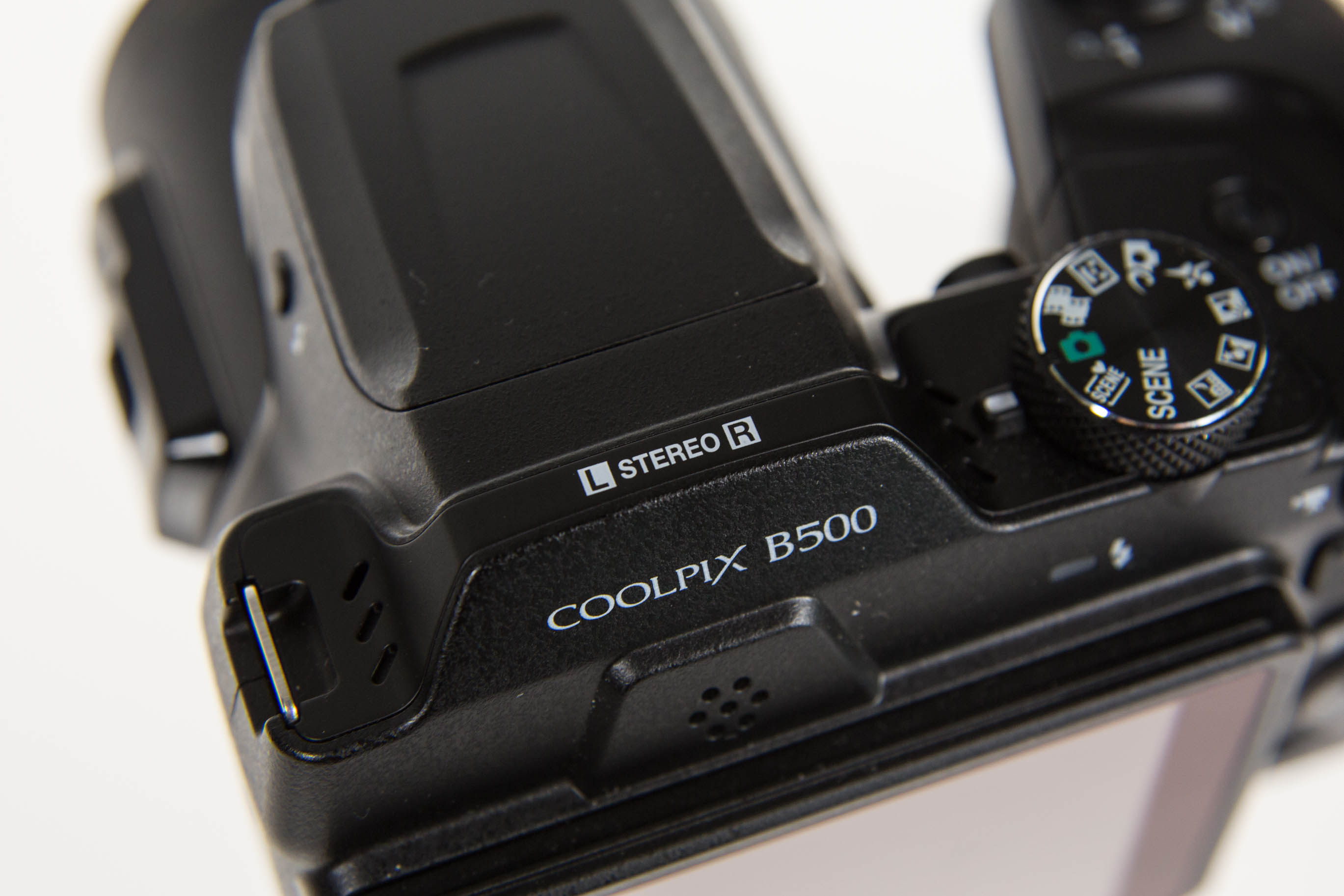 Canon vs. Nikon: Superzoomer für unter 250 Euro -