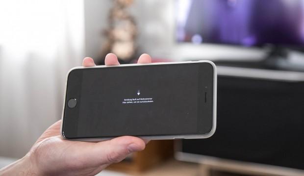 Waipu TV wird mit dem Smartphone bedient. (Bild: Martin Wolf/Golem.de)