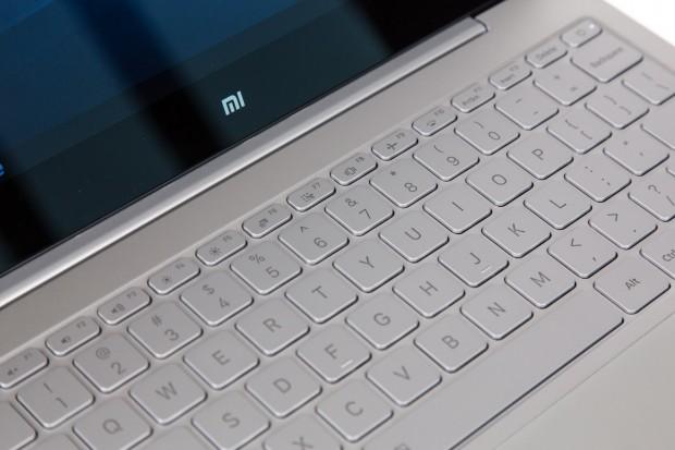 Das Notebook ist offiziell nicht in Deutschland erhältlich, daher gibt es das Gerät nur mit QWERTY-Tastatur. (Bild: Martin Wolf/Golem.de)
