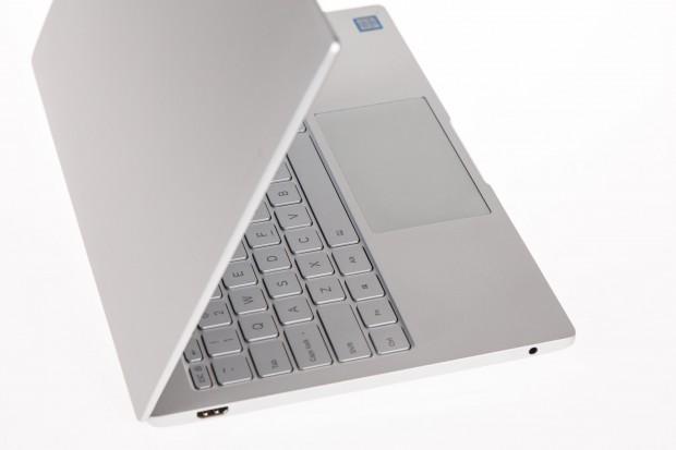 Das Metallgehäuse des Mi Notebook Air ist gut verarbeitet. (Bild: Martin Wolf/Golem.de)