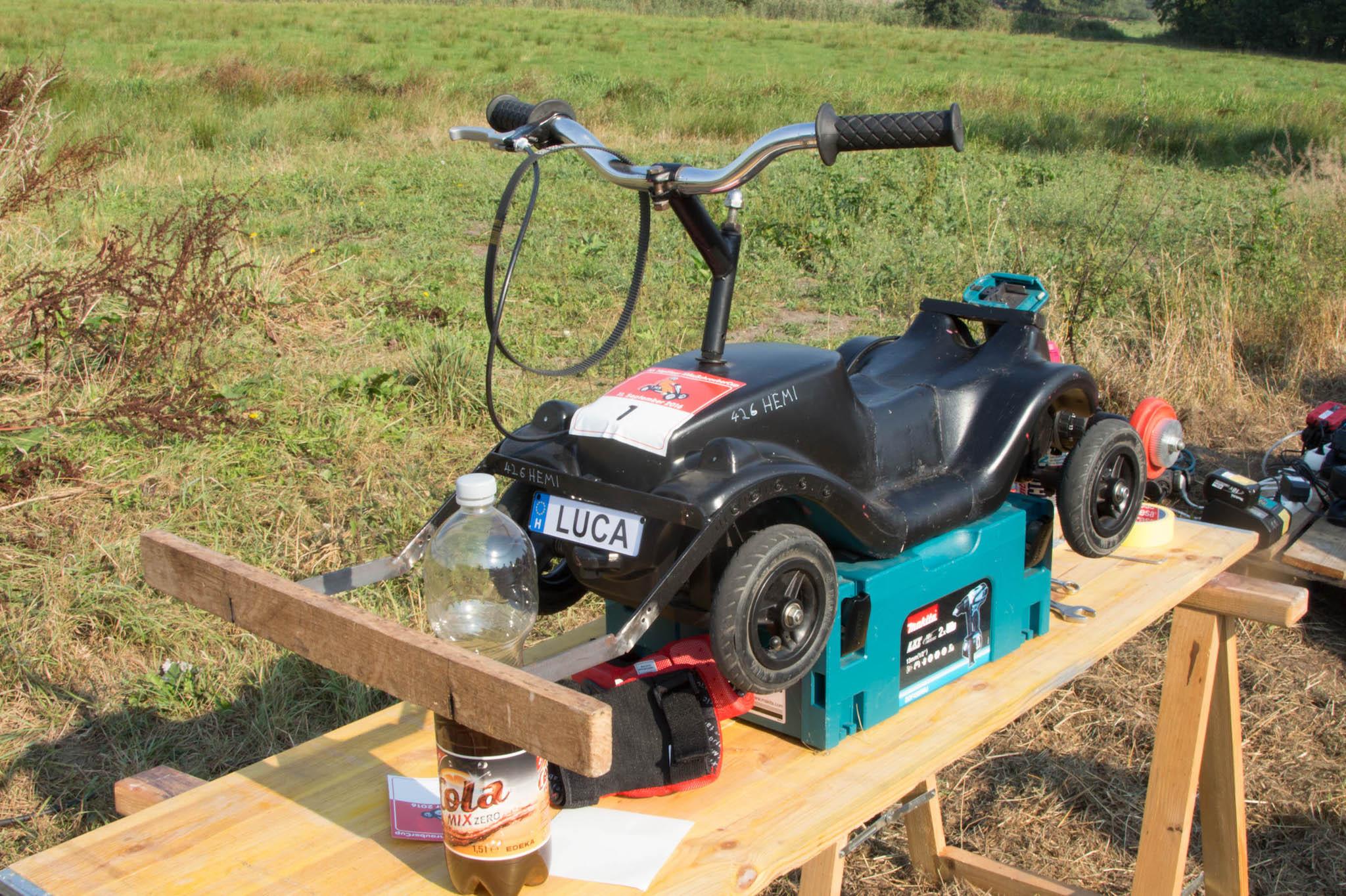 Bobbycar extrem: Gas geben mit der Fahrradbremse - Mit den entsprechenden Umbauten wird ein Bobbycar zum Rennauto. (Foto: Martin Wolf/Golem.de)