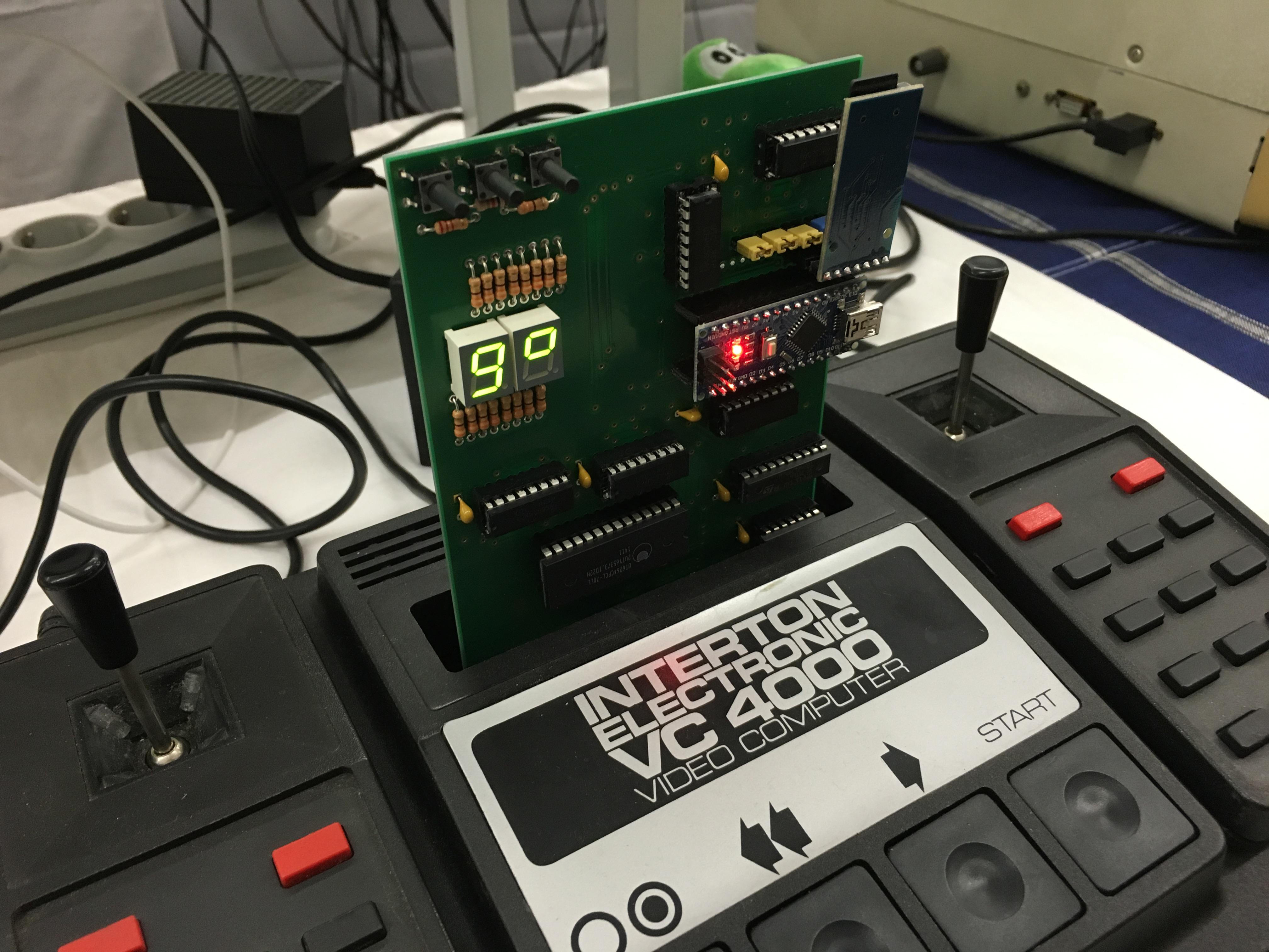 Classic Computing 2016: Wie Nordhorn für ein Wochenende zu Nerdhome wurde - Ein Modul mit vielen Spielen dank moderner Microcontroller und SD-Karten (Bild: Mario Keller)