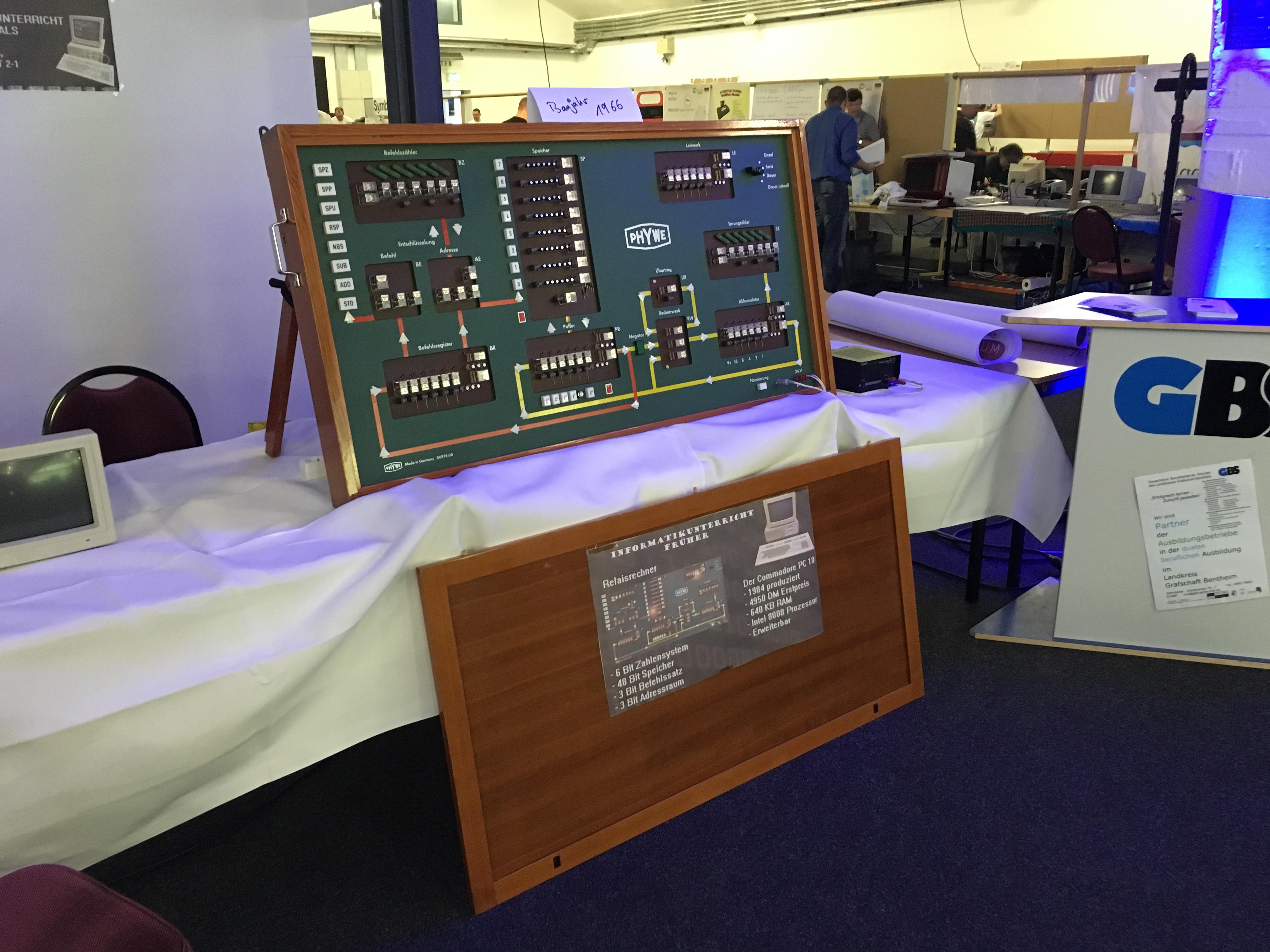 Classic Computing 2016: Wie Nordhorn für ein Wochenende zu Nerdhome wurde - 6 Bit Daten, 8 Befehle und 8 Speicherzellen sind hier schon genug. (Bild: Mario Keller)