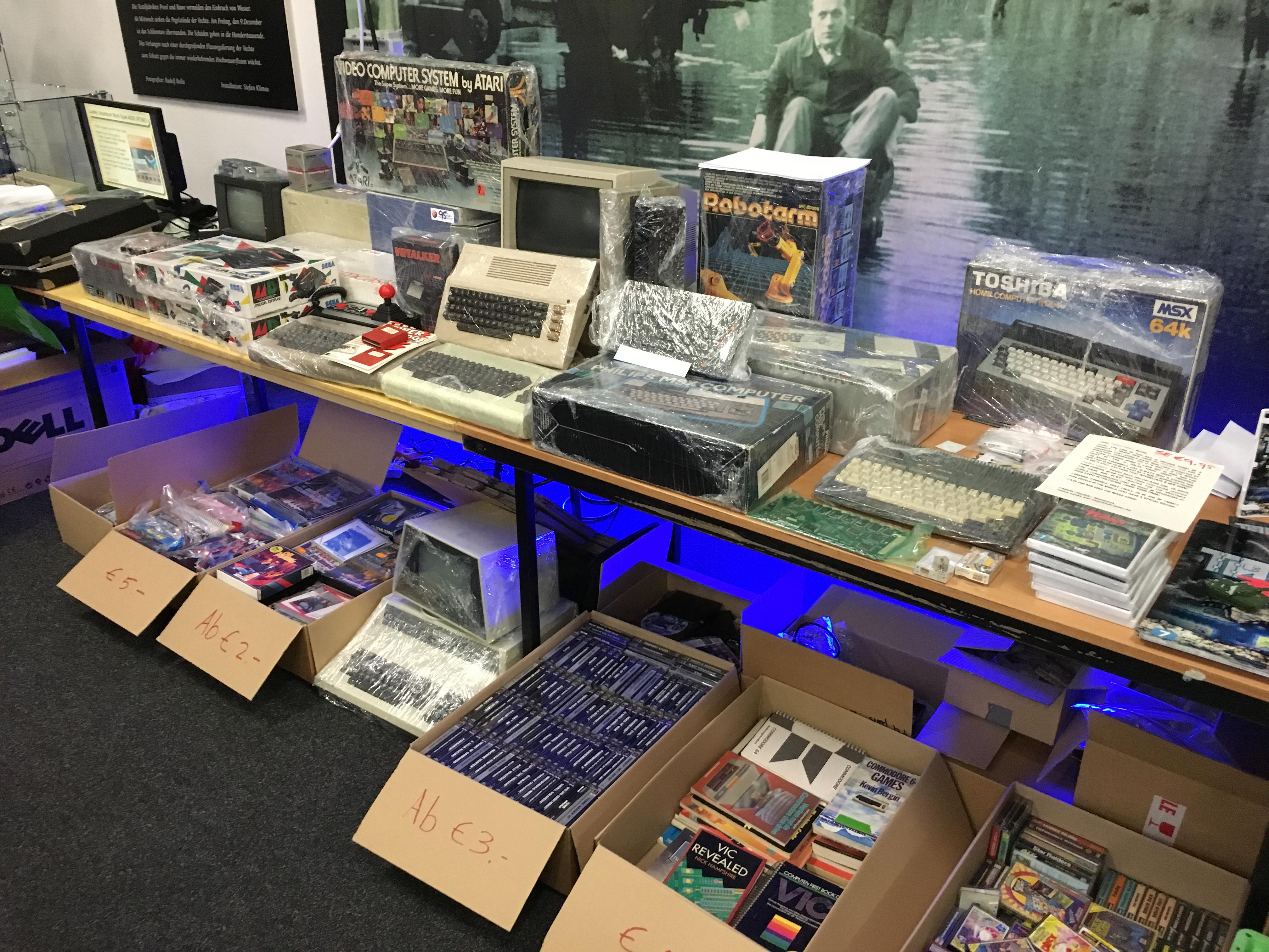 Classic Computing 2016: Wie Nordhorn für ein Wochenende zu Nerdhome wurde - Frisch verpackte alte Ware (Bild: Mario Keller)